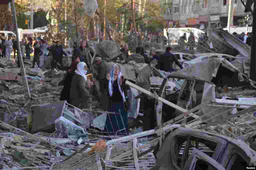 واکنش ساکنان دیاربکر ترکیه بعد از انفجار یک بمب در این شهر.