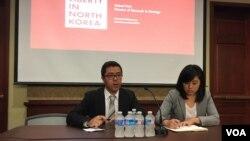 지난 2015년 8월 미국 북한인권단체인 링크(LiNK)의 박석길 국장(왼쪽)과 해나 송 대표(오른쪽)가 5일 미 의회에서 북한 내부 변화에 대해 설명하고 있다.