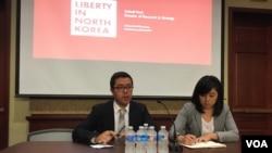 미국 북한인권단체인 링크(LiNK)의 박석길 국장(왼쪽)과 해나 송 대표가 5일 미 의회에서 북한 내부 변화에 대해 설명하고 있다.