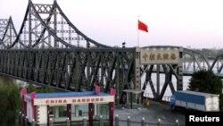 중국 접경 도시 단둥에서 북한 신의주를 연결하는 '중조우호교'의 중국 쪽 입구. (자료사진)