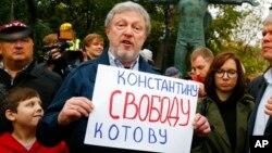 Лидер партии «Яблоко» Григорий Явлинский на акции протеста в центре Москвы