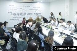 Empat belas warga Indonesia yang menjadi korban pengantin pesanan dari China di Kementerian Luar Negeri, Senin, 2 September 2019. (Foto: Biro pers Kementerian Luar Negeri)