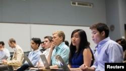 Mahasiswa Stanford University di kelas Technology Entrepreneuship.