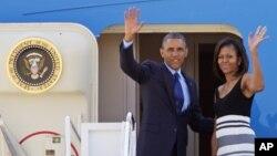 Shugaba Barack Obama da matarsa Mechelle a kan hanyarsu ta ziyara a kasashen Afirka