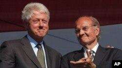 2007-ма: Почитуван меѓу демократите: Џорџ Мекгаверн со претседателот Бил Клинтон