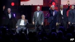 五位美国前总统在德克萨斯A&M大学出席一场为飓风受灾民众筹款的音乐会。(2017年10月21日)