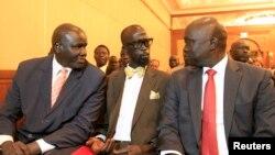 Delegasi yang mewakili pemberontak Sudan Selatan sebelum pembicaraan di Addis Ababa, Ethiopia (4/1).