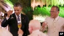 2014年4月28日,美國總統奧巴馬訪問菲律賓,與菲律賓總統阿基諾舉行會議。