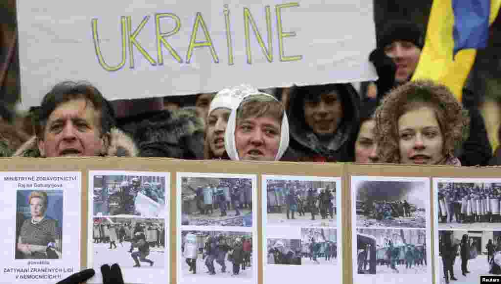 تظاهرات در پراگ به نشان حمایت از خواست مردم اوکراین برای عضویت در اتحادیه اروپا