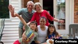Dr. Carl Dutto dan istri (Patricia), Anak (Caterina) dan dua cucu (foto: courtesy).