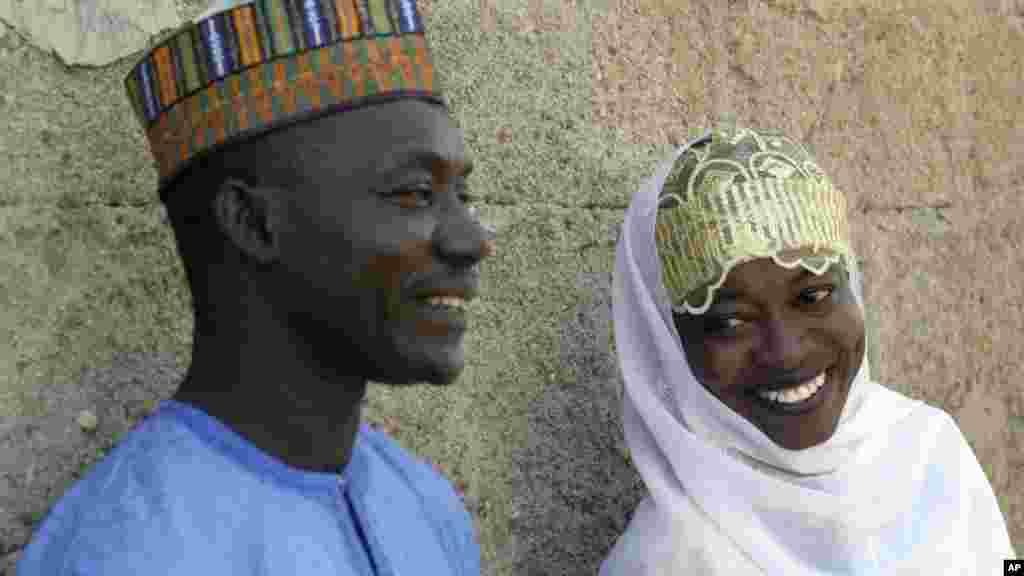 Hauwa Idriss, et Umar Ahmed, tous deux vivant avec le virus du sida, peu de temps après leur mariage à Bauchi, au Nigeria, le 29 novembre 2008.