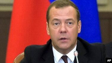 Perdana Menteri Rusia Dmitry Medvedev mengumumkan dibukanya kembali penerbangan carter dari Rusia ke Turki (foto: dok).