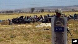 Turkiya askari Suriya bilan chegarani qo'riqlamoqda.