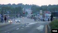 黄昏的弗格森街头(拍摄于8月20号) (美国之音杨晨拍摄)