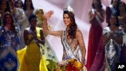 Miss Francia Iris Mittenaere se convirtió en la nueva Miss Universo 2017.