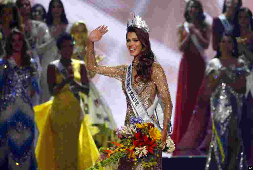 Iris Mittenaere of France waves to the crowd shortly after being proclaimed the new Miss Universe 2016 in coronation at the Mall of Asia in suburban Pasay city, south of Manila, the Philippines.