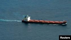 Un cargo passe par les côtes sud-africaine, le 19 octobre 2009.