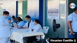 Jornada de vacunación en el hospital Alemán Nicaragüense, en Managua. [Foto Houston Castillo, VOA]