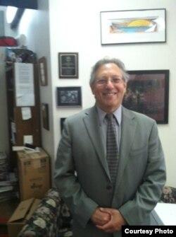 纽约民权律师迈克尔•撒斯曼