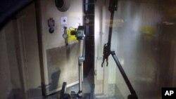 一个遥控机器人进入在核反应堆内获取影像和辐射数
