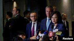 台灣總統蔡英文2019年7月12日在紐約出席參加美國台灣商業峰會時回答媒體問題。