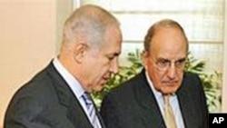 美国中东事务特使米切尔(右)与以总理