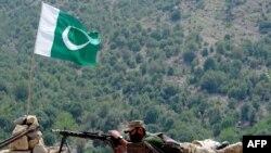 مقامات ایالات متحده و افغانستان ادعا می کنند که پاکستان هنوز هم از تندروان مستقر در آن کشور حمایت می کند، ادعای که از سوی اسلام آباد رد شده است