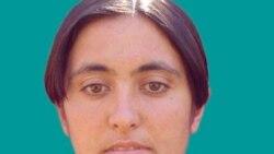 شیرین علم هولی متولد خرداد ۱۳۶۰ در روستایی در حوالی ماکو است که اردیبهشت سال ۸۷ توسط نیروهای سپاه پاسداران در تهران بازداشت شده بود