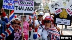 Người dân biểu tình chống bà Yingluck tại trung tâm thủ đô Bangkok, ngày 8/5/2014.