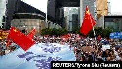 Sa protesta podrške vlastima govornici su poručivali da, kako su navodili, vole Hong Kong i Kinu