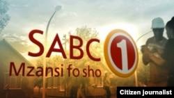 Logo badan penyiaran Afrika Selatan, SABC (Foto: dok). Reporter SABC, Vuyo Mvoko dirampok saat bersiap melakukan siaran di depan sebuah rumah sakit di kota terbesar negara itu, Selasa malam (10/3).
