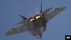 미 공군의 전략무기인 스텔스 전투기 F-22 랩터. 주한 미 공군과 한국 공군이 다음달 초 실시하는 대규모 연합훈련에 F-22 랩터 6대와 F-35A 3~4대가 참가할 예정이다. F-22 6대가 한반도에 동시 전개되는 것은 처음이다.