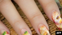 Người Mỹ gốc Việt tìm cách giữ vững nghề nail