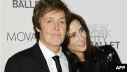 Hollivudi nderon Paul McCartneyin me një yll në Bulevardin e Famës