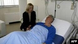Supružnici Dragica i Tomislav Nikolić u bolničkoj sobi