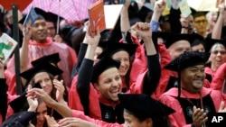 Sinh viên đại học Harvard trong lễ tốt nghiệp