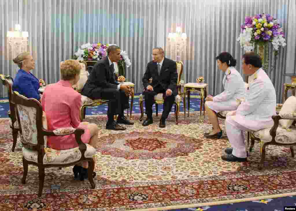U.S. President Barack Obama (3rd L) speaks with Thai King Bhumibol Adulyadej during an audience granted at Siriraj Hospital in Bangkok on November 18, 2012. Obama kicked off a three-country Asia tour with a visit to Thailand on Sunday, using his first pos