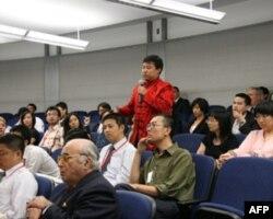中国留学生向张业遂提问