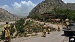 کرم ایجنسی میں تعینات پاکستانی سرحدی محافذ (فائل فوٹو)