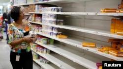 La escasez en Venezuela llega al 62 por ciento, según analistas económicos.