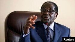津巴布韦总统穆加贝8月7日在哈拉雷