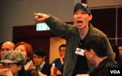 「守護中環」行動發起人陳廣文在研討會剛開始,大聲要求主持人縮短講者發言時間,讓支持政府人士有更多機會發言