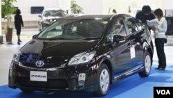 Generasi ketiga kendaraan Prius, mobil hibrida andalan Toyota saat ini, sedang dipamerkan di Jepang.