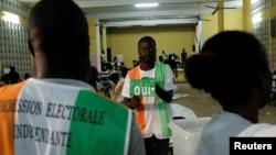Bureau de vote à Abidjan, Côte d'Ivoire, le 30 octobre 2016.