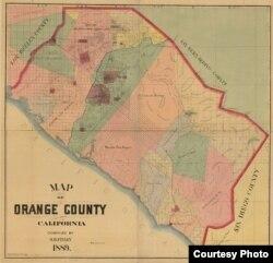 """Bản đồ treo tường Quận Cam năm 1889 do công ty S.H. Finley (San Francisco) xuất bản với các """"ranchos"""" thời Mexico. Rancho Las Bolsas màu hồng nhạt phía bên trái của Rancho Santiago de Santa Ana màu xanh lá cây, với sông Santa Ana ở giữa. Nguồn: Library of Congress."""