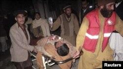 سوات: دھماکے کے ایک زخمی کو اسپتال منتقل کیا جارہا ہے۔