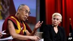 美国著名歌星Lady Gaga与达赖喇嘛见面(2016年6月26日)