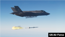 미군 F-35A 전투기에서 공대공 미사일을 발사했다. (자료사진)