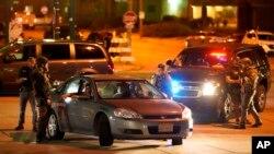 26 Ağustos 2020 - Siyah Amerikalı Jacob Blake'in polis tarafından vurulmasının ardından protestolar Kenosha, Wisconsin'de devam ederken