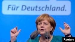Lên tiếng trước các nhà báo, bà Merkel lặp lại quan điểm của mình là không đồng ý với chuyện vay nợ lần nữa của Hy Lạp